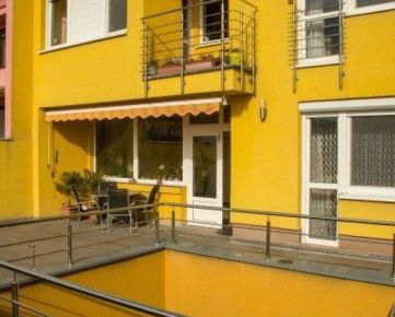 Rodinný dom Bratislava - Staré Mesto na predaj, s krásnou záhradou