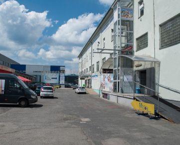 Skladový priestor 50 m2 na prízemí s rampou na prenájom na Ul.Stará Vajnorská