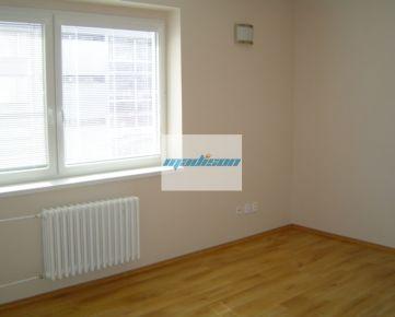Zrekonštruovaný tehlový byt pri Istropolise, samostatná kuchyňa, komora, samostatná toaleta, NEzariadený, od 1. decembra