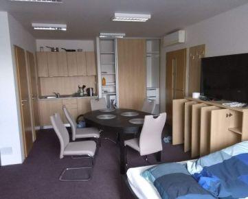 Na prenájom veľký 1-izbový byt Trnava, Zavarská