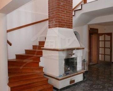 Príjemný celoročne obývateľný dom v obci Bodíky , 35 km od Bratislavy