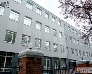 Prenajom administrativnych priestorov  rozne vymery  v zrekontruovanych dvoch budovach  na Zochovej ulici v Starom meste
