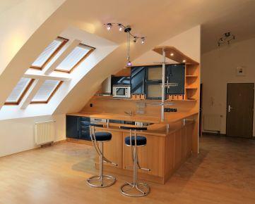 Pekný priestranný atypický 4-izbový byt s balkónom Estónska ulica, Bratislava