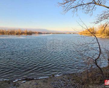 Direct Real - Predaj pozemku  od  jazera Zlaté piesky - sídlisko Ovocné sady V BA - Trnávke