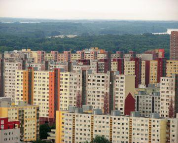 Hľadám byt pre konkrétnych klientov v Bratislava-Petržalka