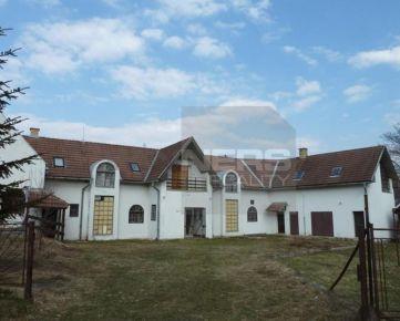 Exkluzívne na predaj priestranný dom s bytmi  v obci Rudno, okr. Turčianske Teplice