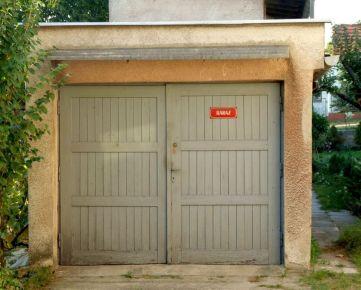 Hľadáme pre klienta garáž v Karlovej Vsi