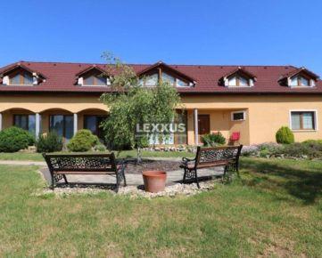 LEXXUS-PREDAJ kvalitný 9i rodinný dom v obci Santovka, pozemok 3851 m2