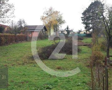 CENTURY 21 Realitné Centrum ponúka -19 á pekný pozemok, šírka 21 m