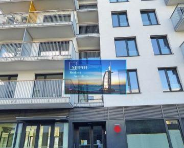 1-izbový byt (upravený na 2-izbový), novostavba s novým zariadením, balkón.