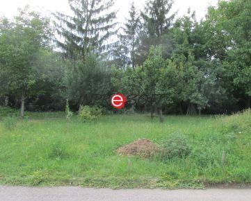 Pozemok pod lesom v Machulinciach