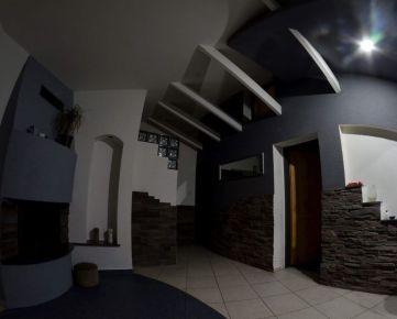 Na predaj:  kompletne zrekonštruovaný veľký dom v B.Bystrici, časť Radvaň