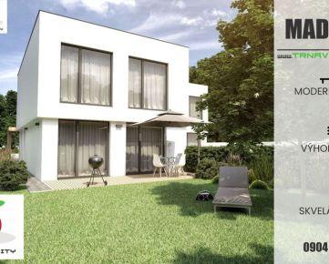 TRNAVA REALITY - Novosavby veľkých 4-i moderných rodinných domov v obci Madunice s veľkým pozemkom 700m2