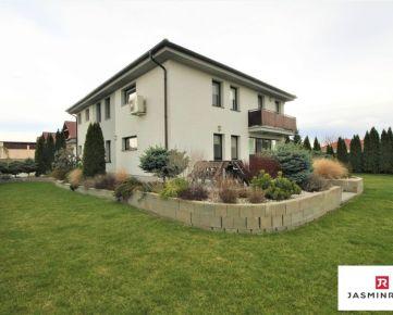 PREDAJ - výborne riešený 6 izbový dom v Hrubom Šúre