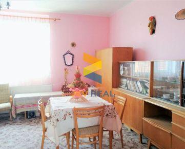 Na predaj starší dom v Leopoldove