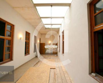 Brilantné komerčné priestory v STAROM MESTE, 230 m2 - ul. Mlynská