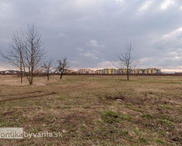 OPLETALOVA, pozemok 4980 m2 - KOMERČNÉ VYUŽITIE, frekventovaná lokalita, INVESTÍCIA