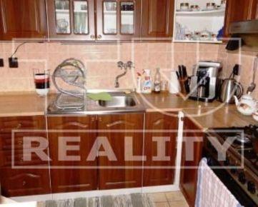 Priestranný 3i byt 75 m2, čiastočne prerobený, Tvrdošín - Medvedzie. CENA: 86 980 €