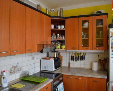 Direct Real - Priestranný 3-izbový byt po rekonštrukcii na Rúbanisku III, výborne dispozične riešený,v lokalite plnej zelene
