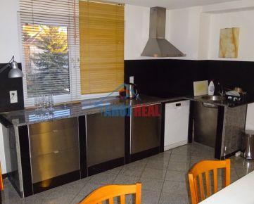 Zariadený 1- izb byt,PARKING, súkromný areál, STARÉ MESTO