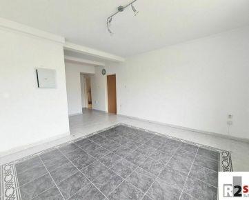 Predáme byt 4+1 + podkrovie so stavebným povolením , Žilina  - centrum, V. Spanyola, R2 SK.