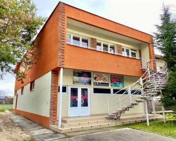Na prenájom - komerčný priestor - predajňa v centre obce Bošany