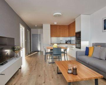 /NOVOSTAVBA/ 2 izbový byt zariadený v modernom štýle vo vyhľadávanej lokalite, Garážové státie, Arboria