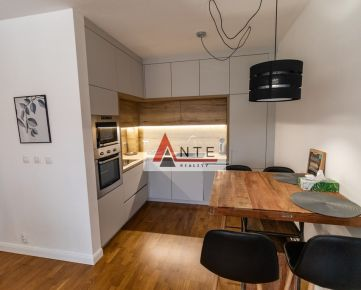 Na prenájom pekný 2 izbový byt v NOVOSTAVBE na Terase, rekonštruovaný, zariadený