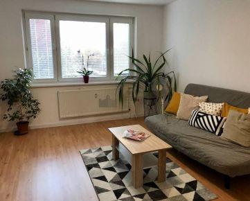 Čiastočne zrekonštruovaný 3i byt na prenájom v Petržalke