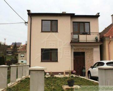 Dvojpodlažný rodinný dom s ďalším samostatným domčekom blízko Piešťan