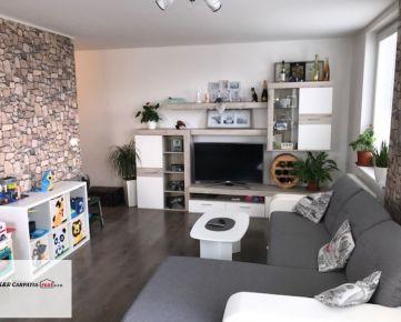K&R CARPATIA-real *  TOP CENA  * Moderný -  2i byt s balkónom - klimatizáciou -  výťahom a parkovacím státím v NOVOSTAVBE - Slovenský Grob - Koceľová ul.