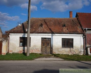 Starý vidiecky dom a lukratívny stavebný pozemok na predaj v blízkosti Piešťan