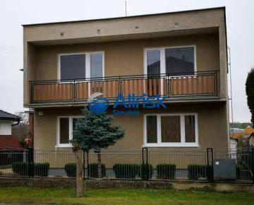 Dvojgeneračný rodinný dom v obci Beladice.