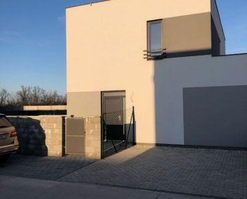 Predaj nového 4 izb. mezonetu v štndarde s veľkou záhradou - 3 parkovacie miesta