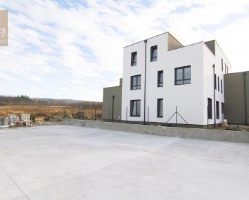 PREDAJ, 4 izbový byt so záhradkou a parkovaním, StupavaDúbravy