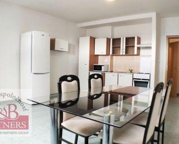 Exkluzívne Vám ponúkame na prenájom čiastočne zariadený 3 izbový mezonetový byt o rozlohe 89 m2 v Trenčíne blízko centra.