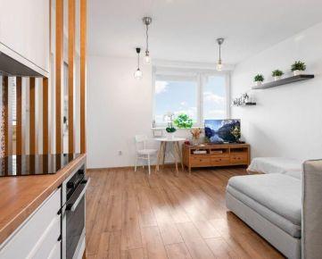 STAVBA ROKA - 14. poschodie s terasou a výhľadom - dobre dispozične vyriešený byt- istá investícia