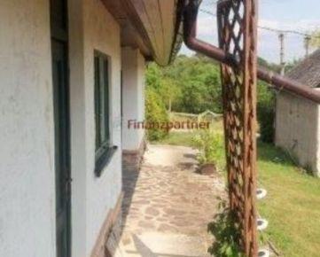 Na predaj chata s krásnym veľkým, upraveným pozemkom v obci Devičany okr. Levice (400-13-HCH)