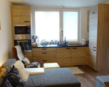 Netradične zrekonštruovaný byt so zmenenou dispozíciou na sídlisku Váh