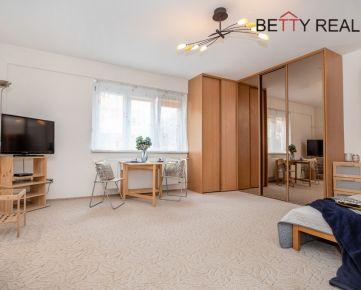 1i byt Bratislava – Staré Mesto – Šancová – bližšie k Trnavskému Mýtu, zariadený, voľný ihneď