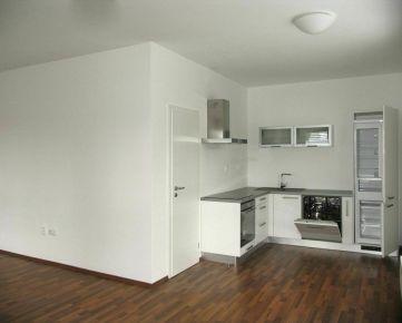 Na predaj 4-izbový zariadený byt v centre Galanty