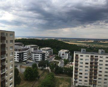 Hľadám súrne  pre reálnu klientku 3 izbový byt v Dúbravke,ideálne od 1 poschodia