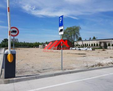 Kuchárek-real: Pozemok v lukratívnej lokalite s vynikajúcim prístupom z dvoch strán v Dunajskej Strede.