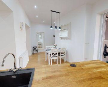 Ponúkame Vám na prenájom moderný, zariadený veľkometrážny 3 izbový byt  o rozlohe 90m2 v mestskej časti Sihoť 1 v Trenčíne