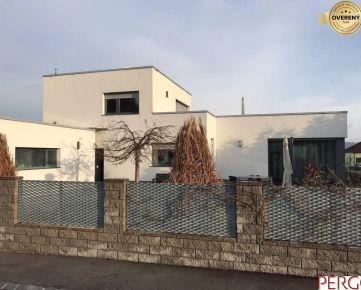 Moderný rodinný dom so záhradou vo Wolfsthal
