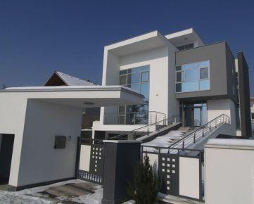 Moderná rodinná vila v pokojnej lokalite s krásnym výhľadom na mesto v Bratislave III, Novom Meste, Koliba