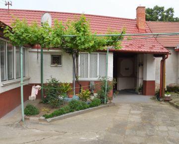 NA PREDAJ výborný 4 izbový rodinný dom s veľkým pozemkom v obci Smolinské okr. Senica