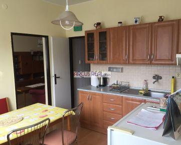 Na predaj veľký tehlový 3 izb. byt v Karlovej Vsi, 86 m2, 2 loggie, dobré parkovanie