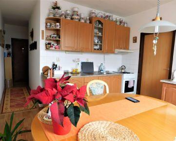 Predaj 3-izbového bytu, 2x lodžia v zateplenom dome na Bystrickej ulici v Pezinku