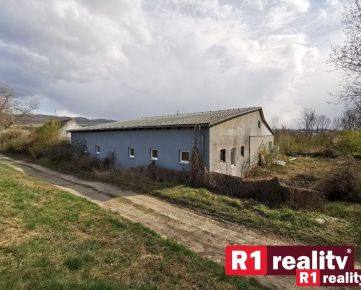 Prevádzkovo výrobný areál /pozemok 2524 m2 m2, všetky IS/ Moravany nad Váhom